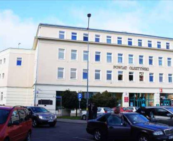 Powiat Olsztyn: Mała szkoła z wielkim sercem – zapraszamy na wystawę fotograficzną